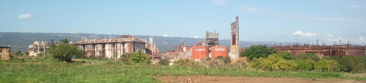 Stillgelegte Bauxitfabrik