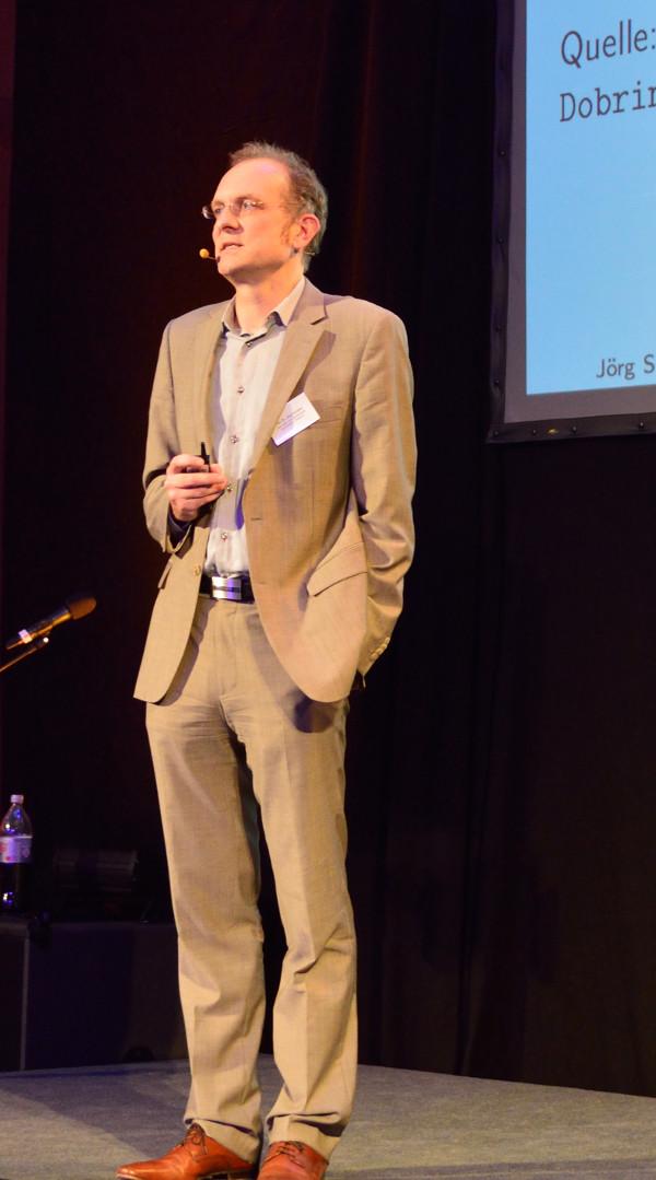 Klar und direkt: Prof.Dr. Jörg Schäfer zur Missachtung der Privatsphäre