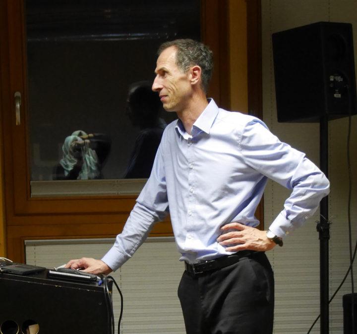 Prof.Dr.Bernhard Humm (Hochschule Darmstadt) während seines Vortrags