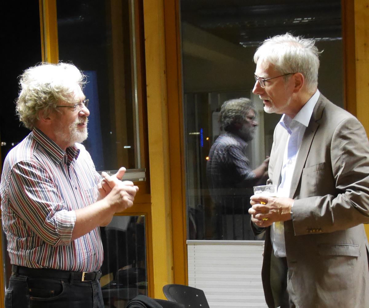 Matthias Rewald (Armstädter Ontologenkreis) und Gerd Doeben-Henisch (Moderator des Abends) im Gespräch